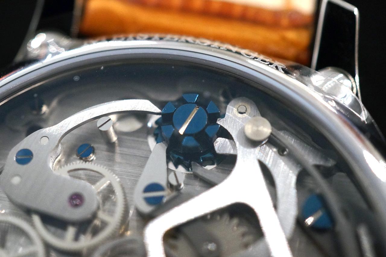 Kolonnehjulet er lett synlig med sin klare blåfarge.