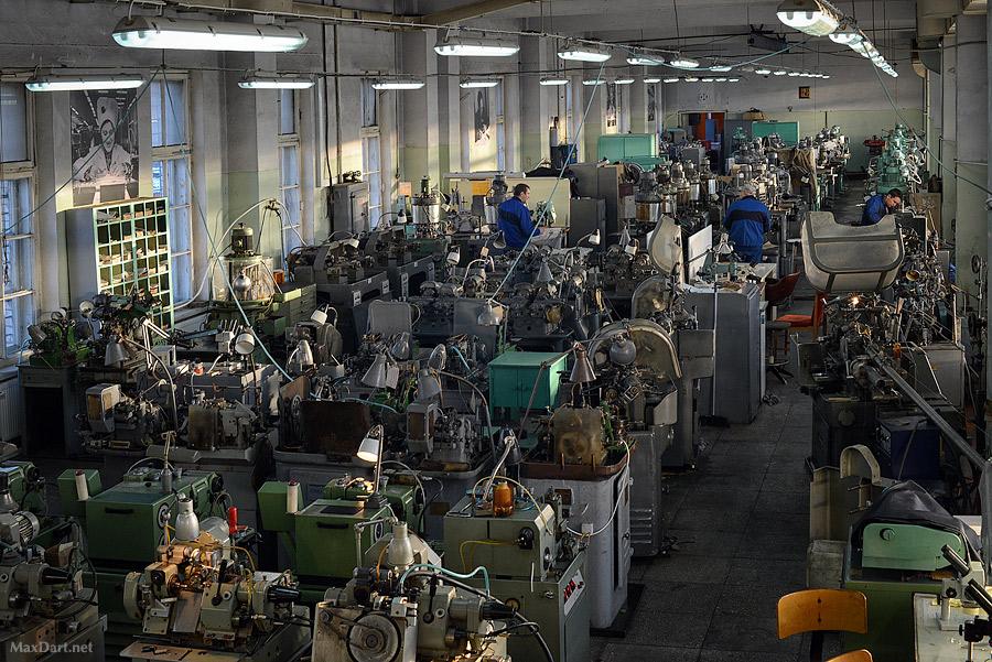 Russlands eldste klokkefabrikk, Raketa, bidro til å få kameratene på jobb i tide.