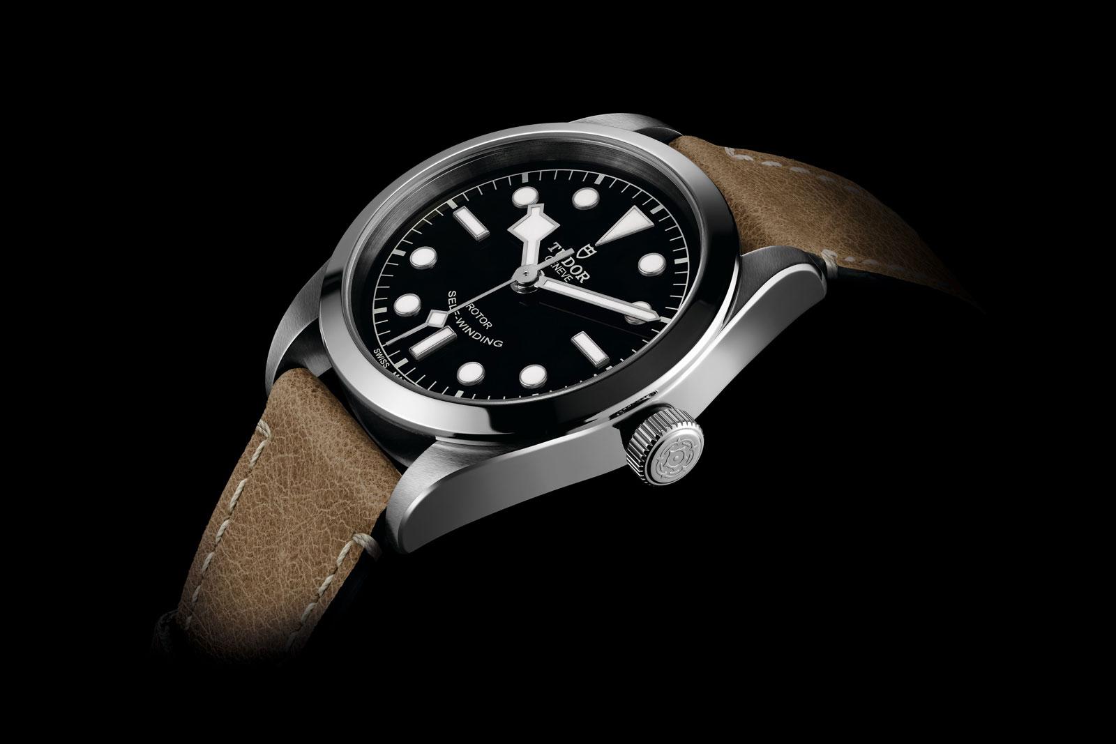 m79500-0002_black_leather_beige_det1_amb_xxl