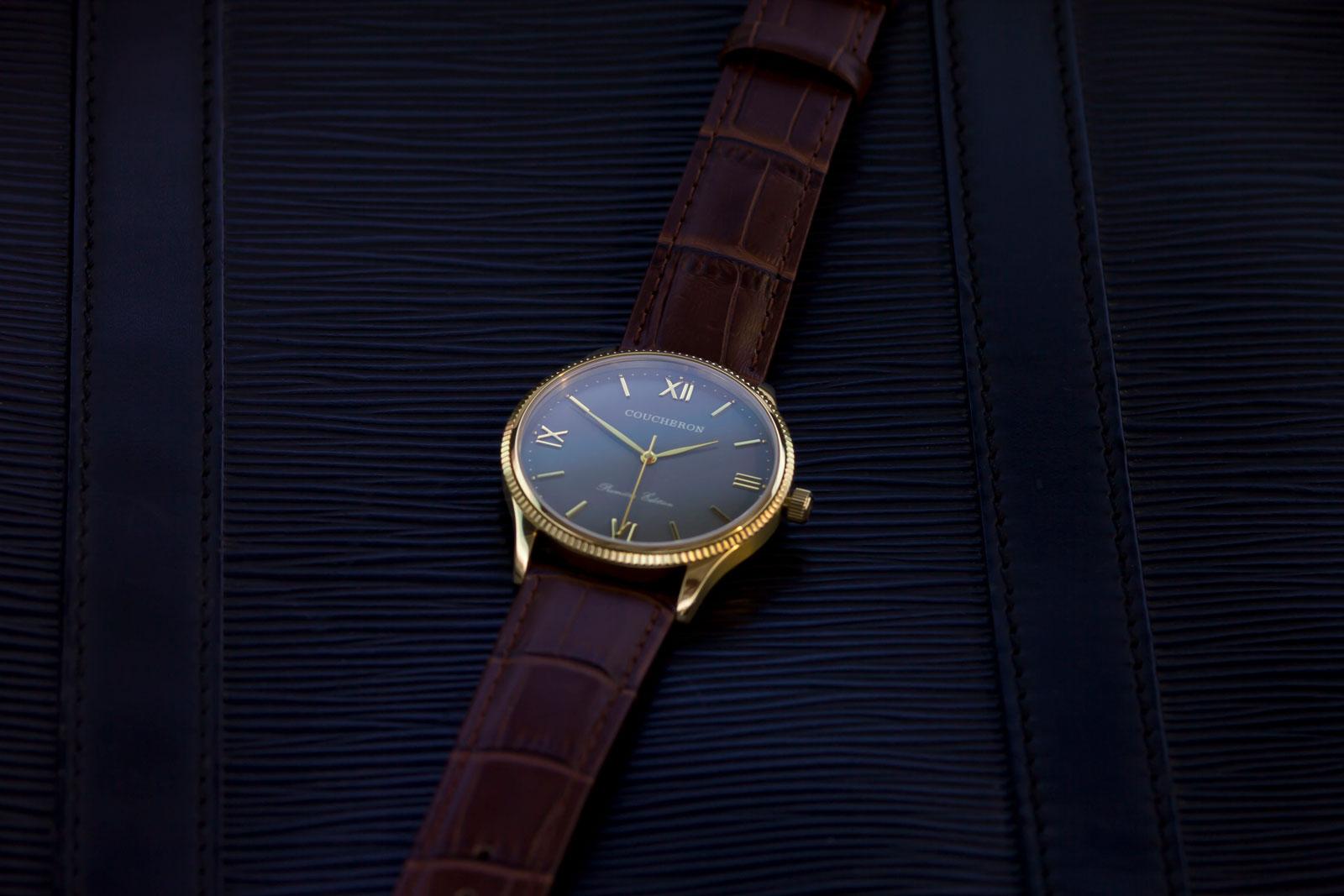 160905-cw-yellow-gold-on-black-leather_lq_web