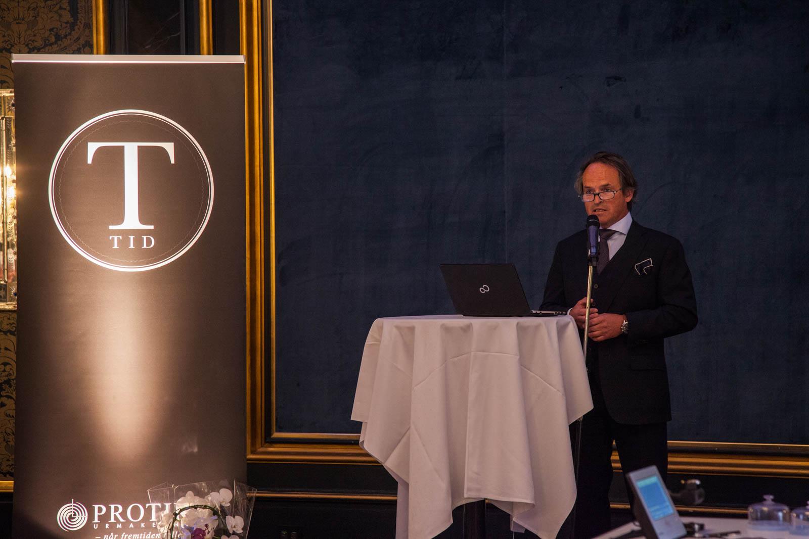 Direktør i Protid, Finn Annmark åpner visningen.